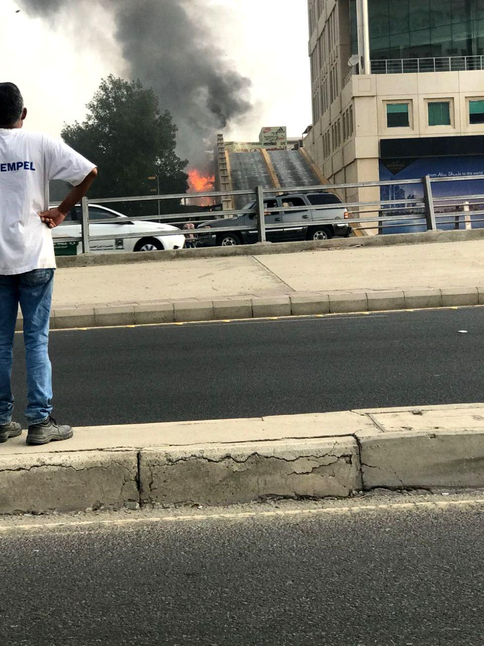 شاهد: حريق هائل بالقرب من الصيرفي مول بجدة