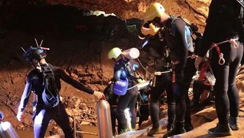إخراج أول اثنين من المحاصرين داخل كهف في تايلاند