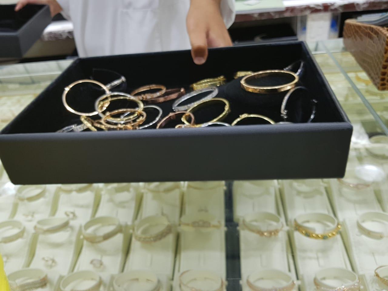 بالصور: مجوهرات بالرياض مقلدة لماركة 5c29ed12-45ea-4300-b