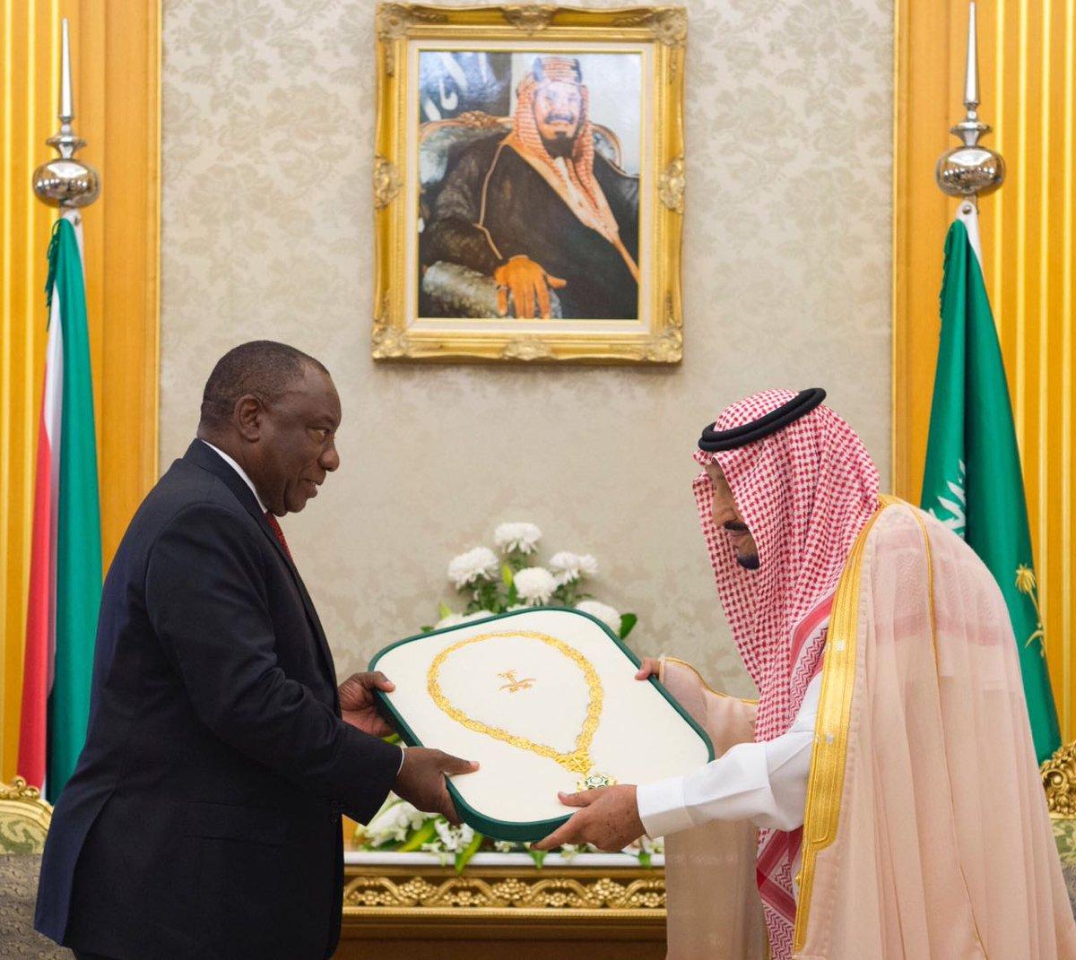 خادم الحرمين يهدي رئيس جنوب أفريقيا قلادة الملك عبدالعزيز
