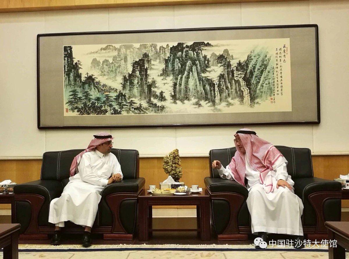 سفير الصين يعتنق الاسلام ويظهر باللباس الوطني