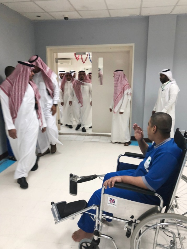 أمير القصيم يفاجئ التأهيل الشامل ودار التربية ببريدة