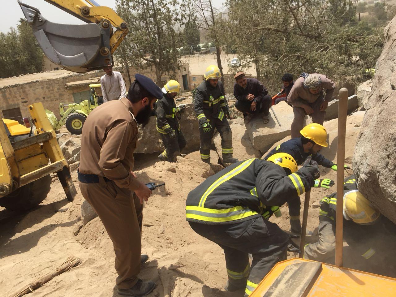 وفاة سائق في بلجرشي بعد سقوط صخرة ضخمة عليه