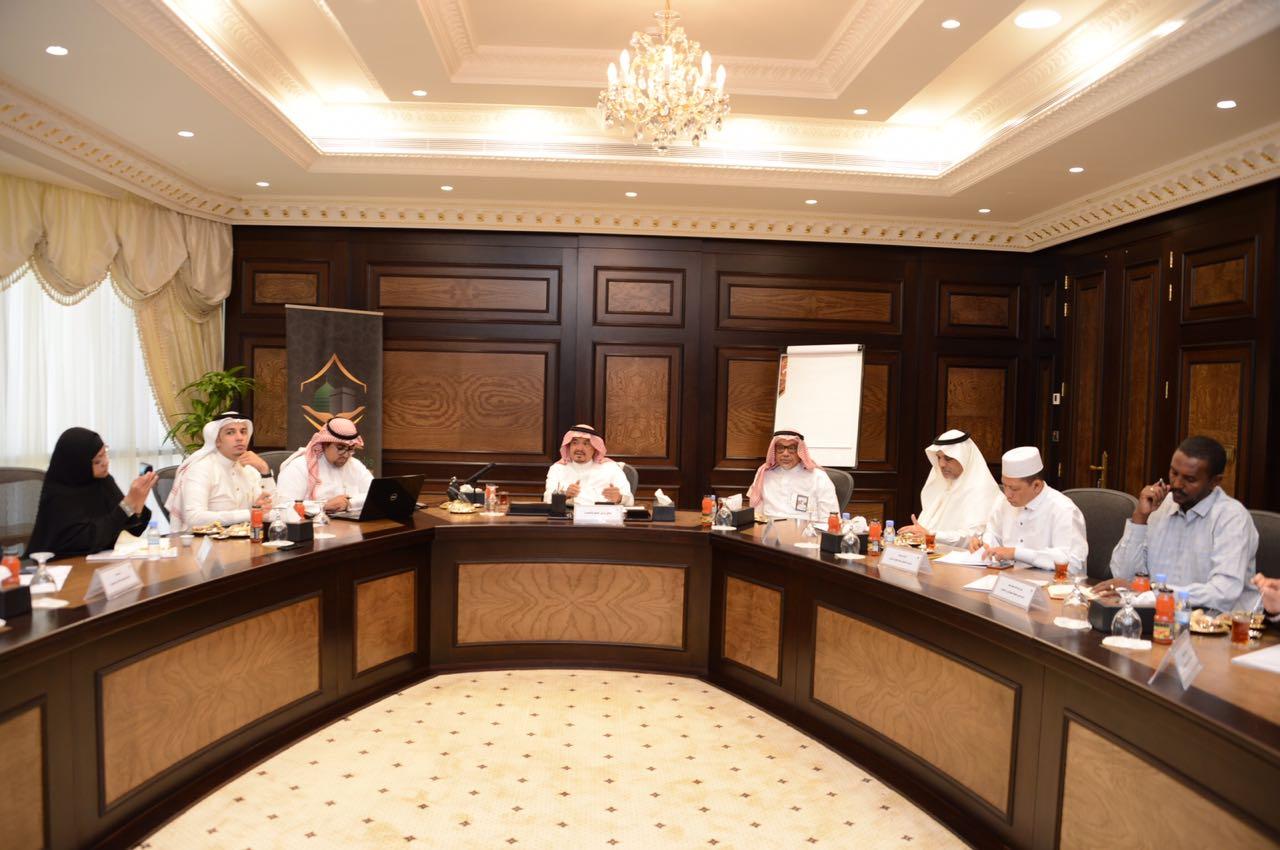 وزير الحج والعمرة يستقبل وفد برنامج التواصل الإعلامي