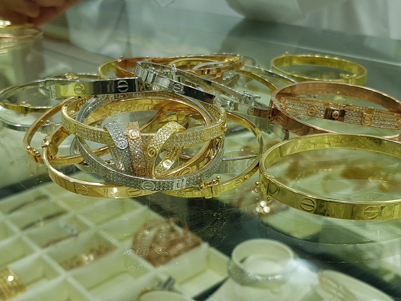 بالصور: مجوهرات بالرياض مقلدة لماركة a7ac9ee0-076a-49de-9