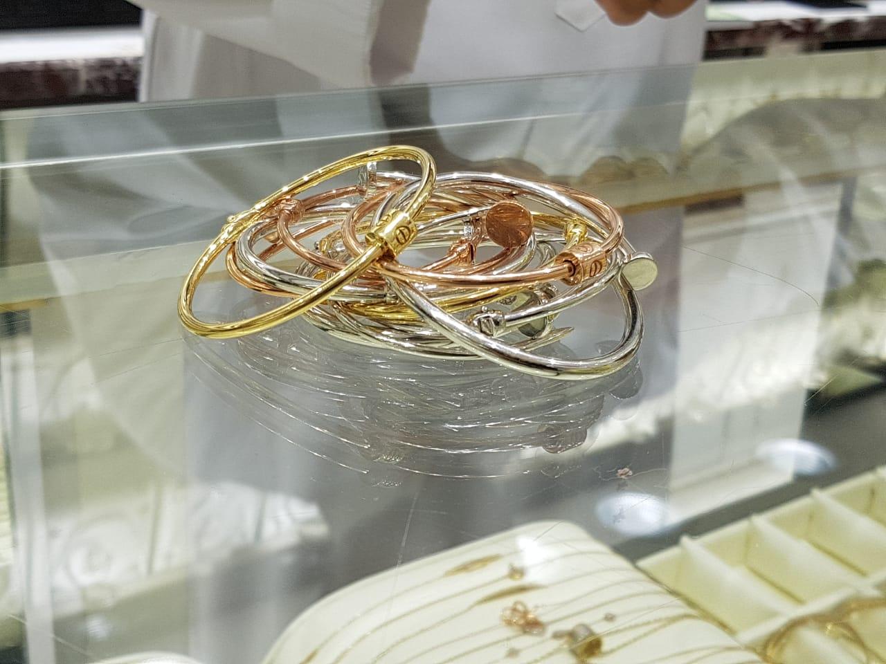 بالصور: ضبط مجوهرات بالرياض مقلدة لماركة عالمية