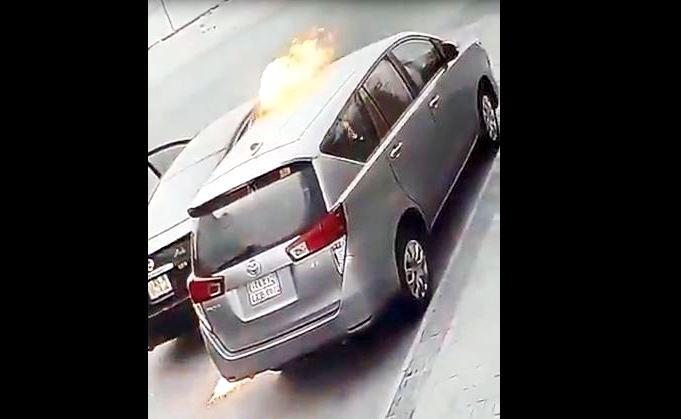 شاب ملثم يحرق سيارة فتاة في الشرقية