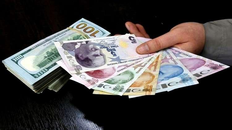 الليرة تهوي مع تخوف المتعاملين من مصداقية البنك المركزي التركي
