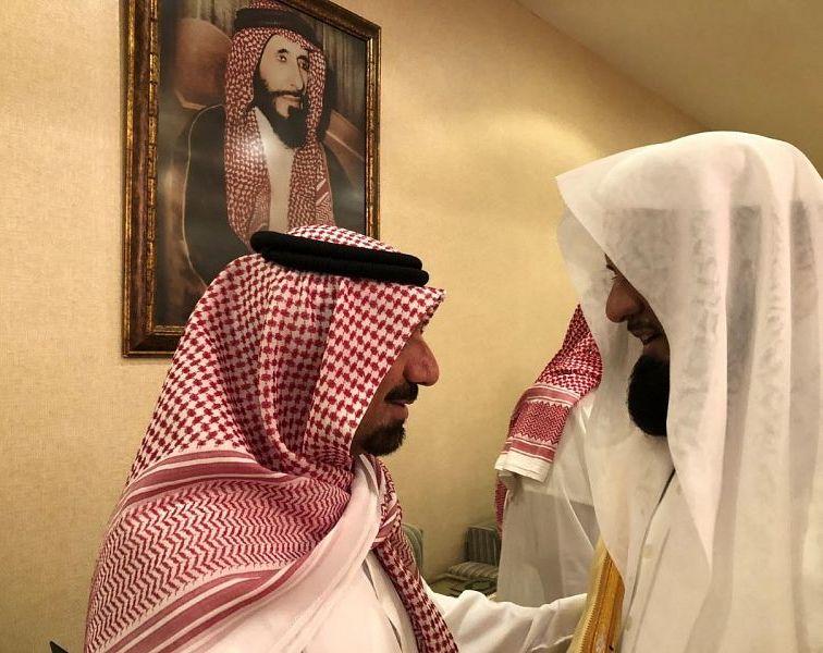 ِشاهد: أمير منطقة نجران يستقبل المعزين في وفاة والدته