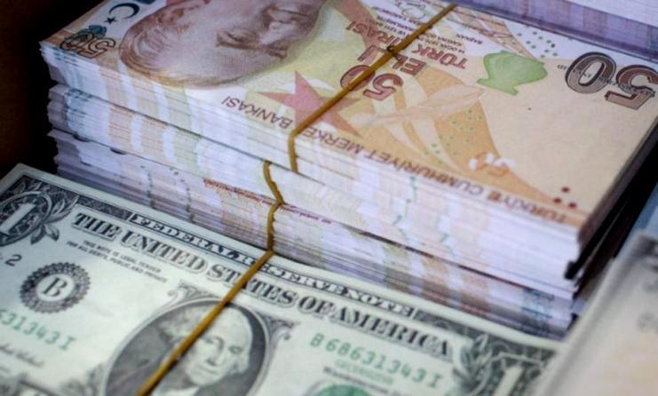 الليرة التركية تنخفض 7% مقابل الدولار
