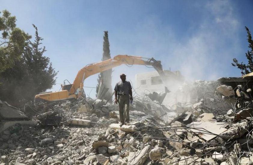 فلسطينيون بالقدس يهدمون المنازل بدلاً من أن يدخلها الإسرائيليون