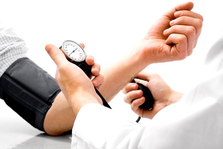 دراسة: ارتفاع ضغط الدم يؤدي للإصابة بشيخوخة الدماغ