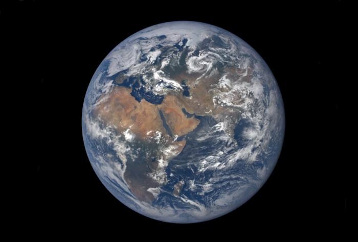 فلكية جدة: الأرض في أبعد نقطة من الشمس.. الجمعة