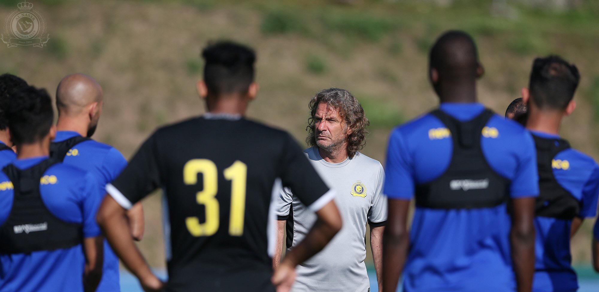 كارينيو يمنح اللاعبين جولة حرة .. وبعثة النصر تغادر إلى هولندا