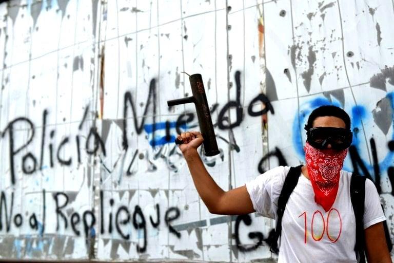 الطلاب يحتفلون بمرور 100 يوم على تمردهم في نيكاراغوا