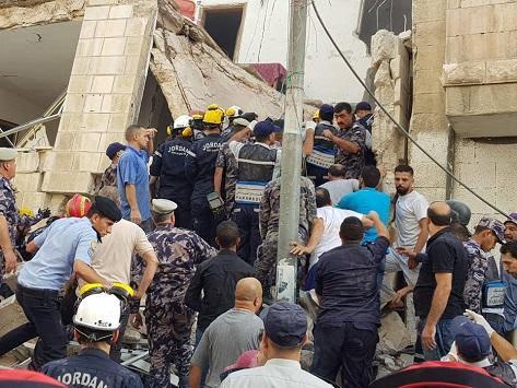 شاهد: وفيات بإنهيار مبنى بالأردن والبحث جار عن محاصرين