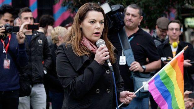 إنتقادات لسيناتور أسترالي طالب زميلته بالكف عن مطاردة الرجال!