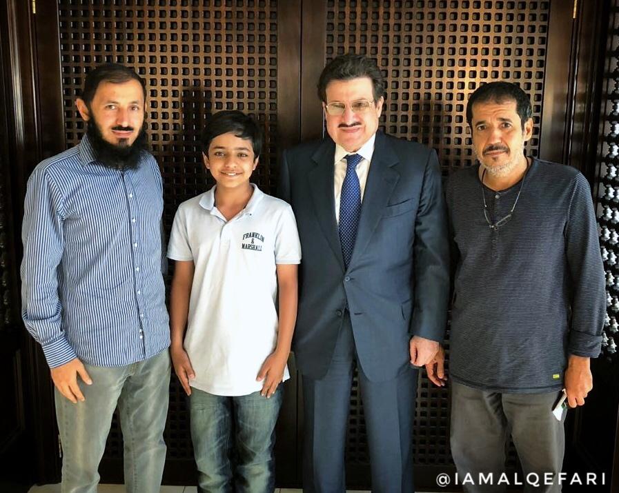 سفير خادم الحرمين في لندن يلتقي بشقيق الإعلامي فهد الفهيد