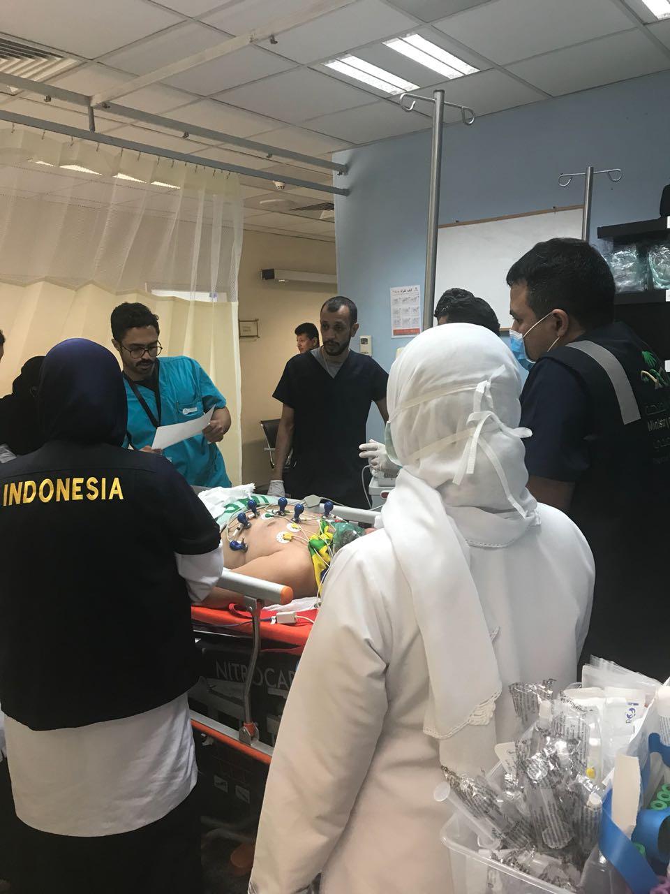 إنقاذ حاجين من الموت بمطار المؤسس