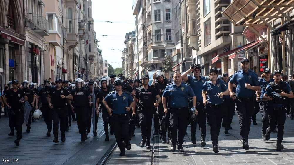 """في """"مقصلة إلكترونية"""" ..  تركيا تلاحق مستخدمي مواقع التواصل"""