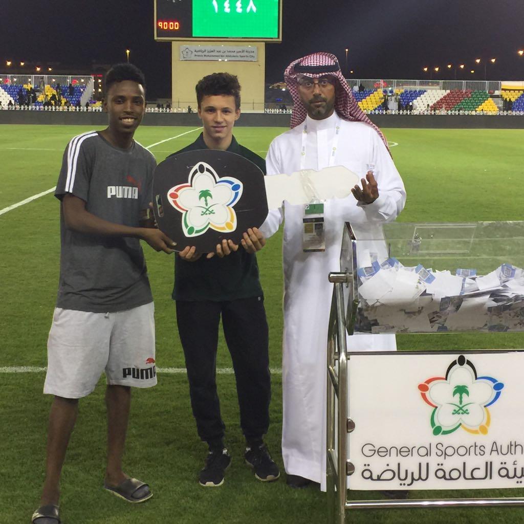 آل الشيخ يوجه بسحب جوائز للجماهير في مباريات دوري كأس الامير محمد بن سلمان