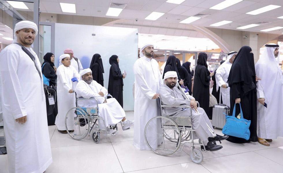 246 حاجا من أسر شهداء الواجب والجرحى الإماراتيين يغادرون جدة