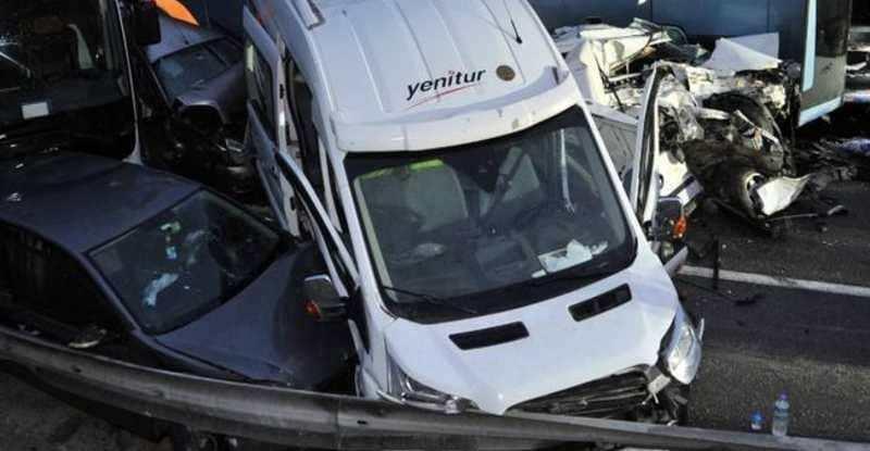 قتيل وعشرات الجرحى بتصادم 33 سيارة بتركيا