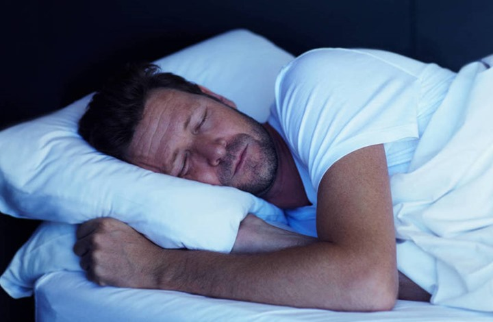 دراسة: النوم ما بين 6 و8 ساعات في الليلة مفيد للقلب
