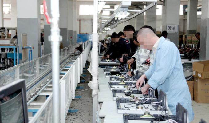 تسريح آلاف العمال من المصانع التركية