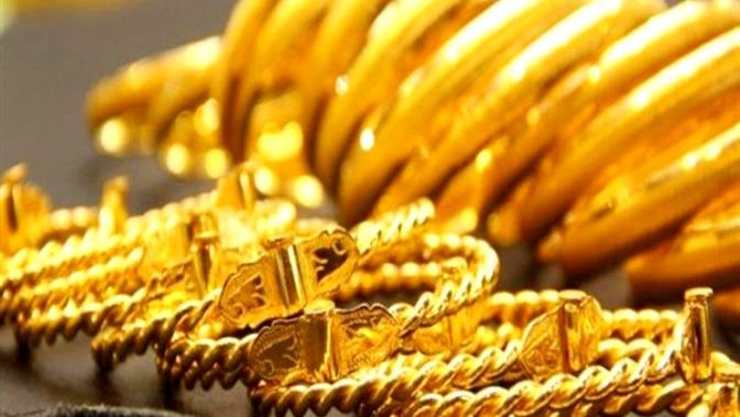 أسعار الذهب ترتفع مع انخفاض الدولار