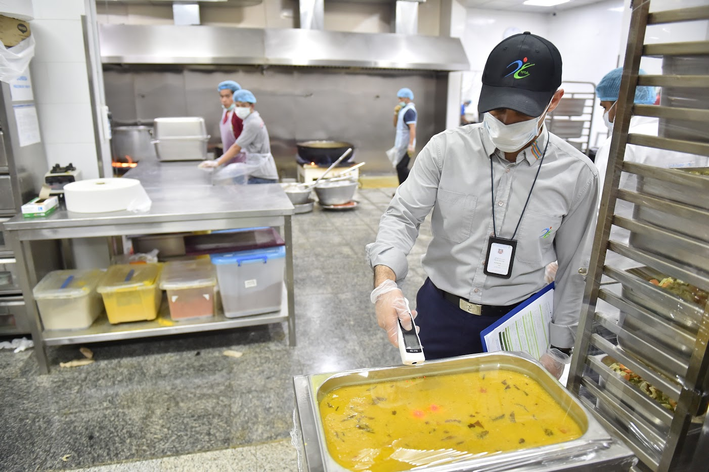"""خلال أسبوع.. """"الغذاء والدواء"""" تمنع وصول 58 طنا من الأغذية إلى الحجاج"""