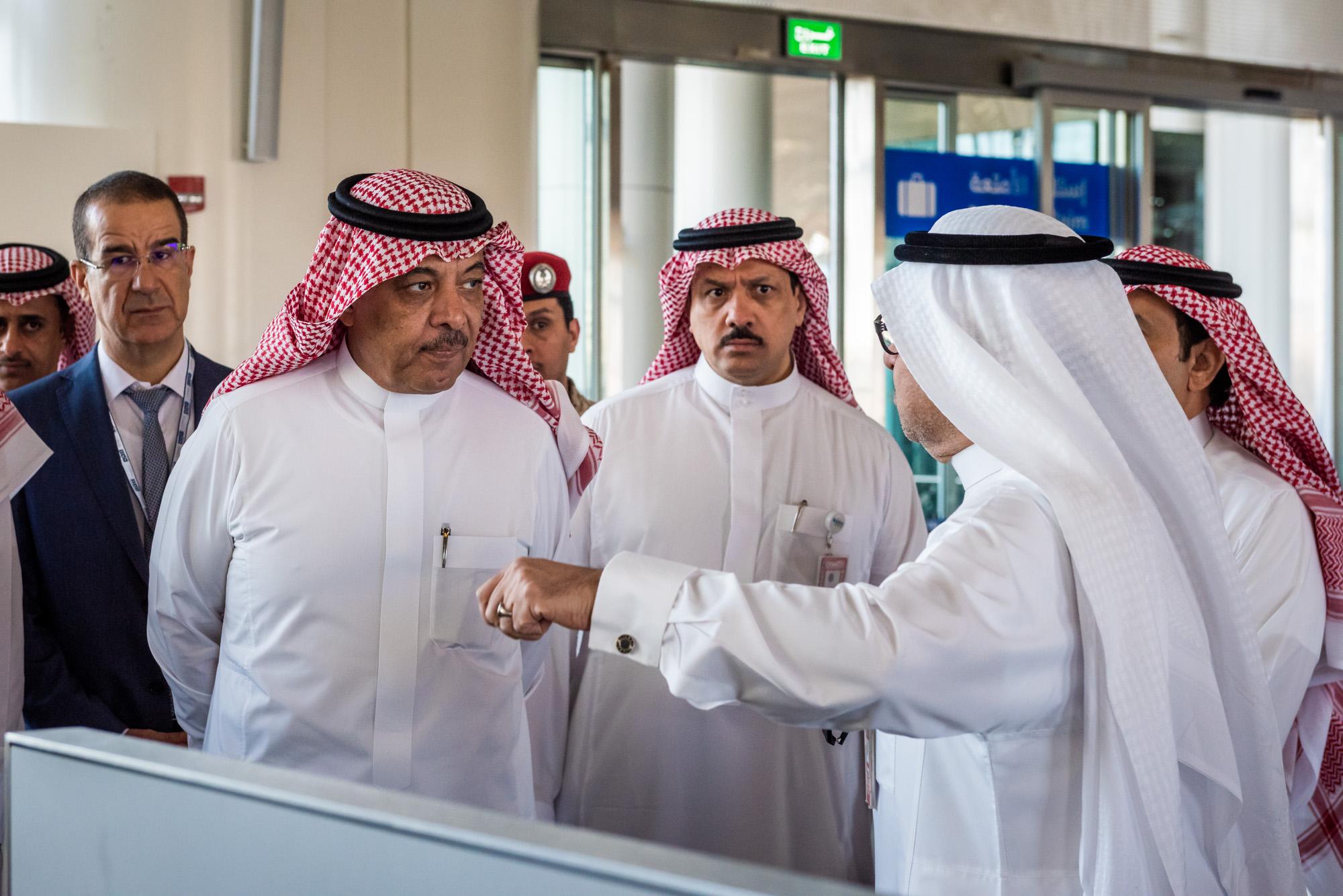 رئيس هيئة الطيران المدني يتفقد مطار الأمير محمد بن عبدالعزيز الدولي