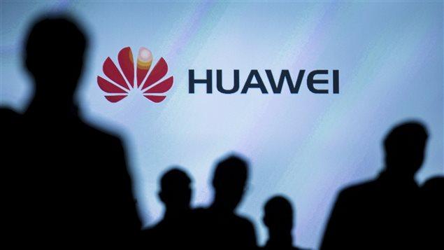 ترامب يوقع مرسوما يمنع موظفي البيت الأبيض من استخدام منتجات Huawei وZTE