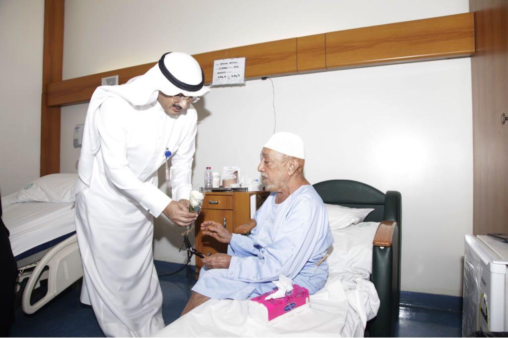 مستشفى الملك خالد التخصصي للعيون يعايد مرضاه
