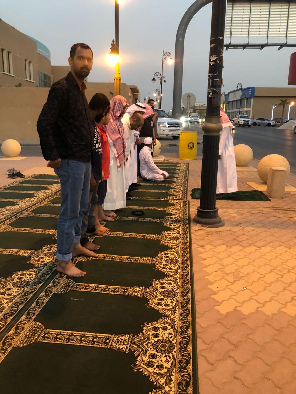 """""""الأمر بالمعروف"""" تفعِّل المصلى المتنقل في الرياض"""