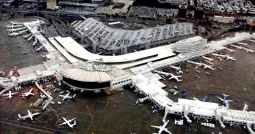 سقوط طائرة بعد اقلاعها من دون إذن من مطار سياتل