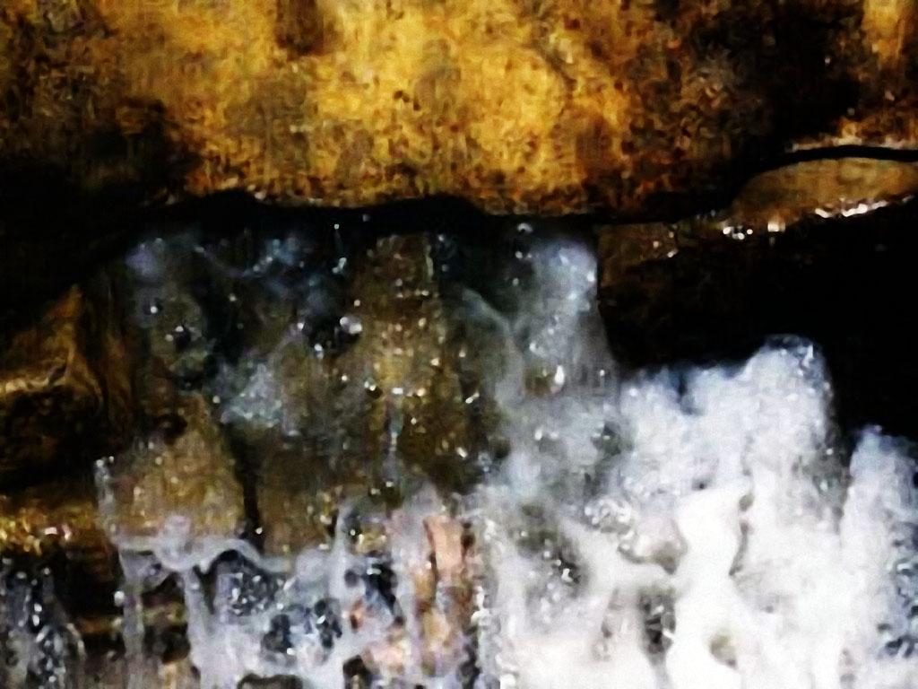 «زمزم» ماء مبارك ومعجزة نبع متدفق