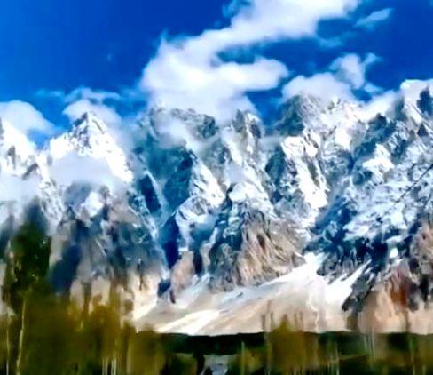 منظر مُهيب لسلسلة جبال قراقرم الشاهقة