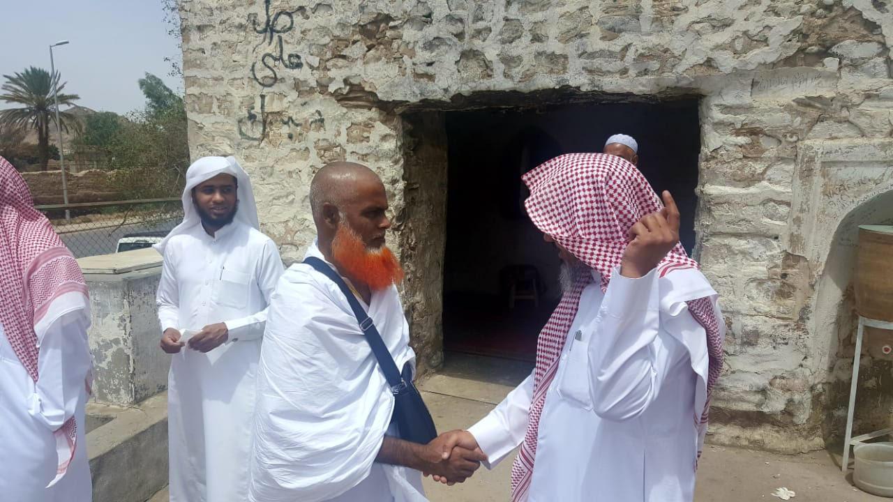 «الهيئة» توعي مرتادي مسجد القنطرة بترك الممارسات الغير شرعية