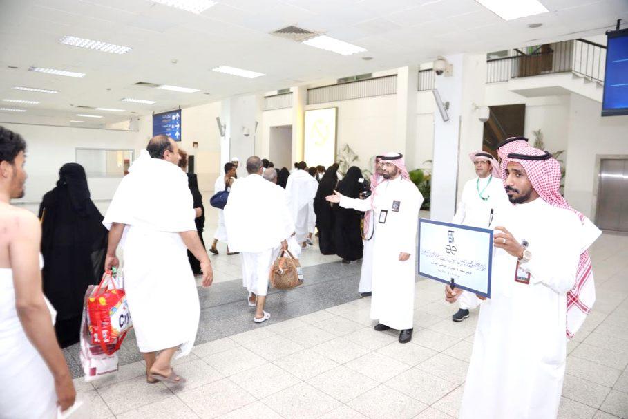 شاهد: أفراح السودان وابتسامات اليمن تراقب وصول ضيوف خادم الحرمين