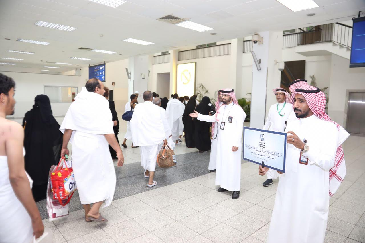 أفراح السودان وابتسامات اليمن تراقب وصول ضيوف خادم الحرمين