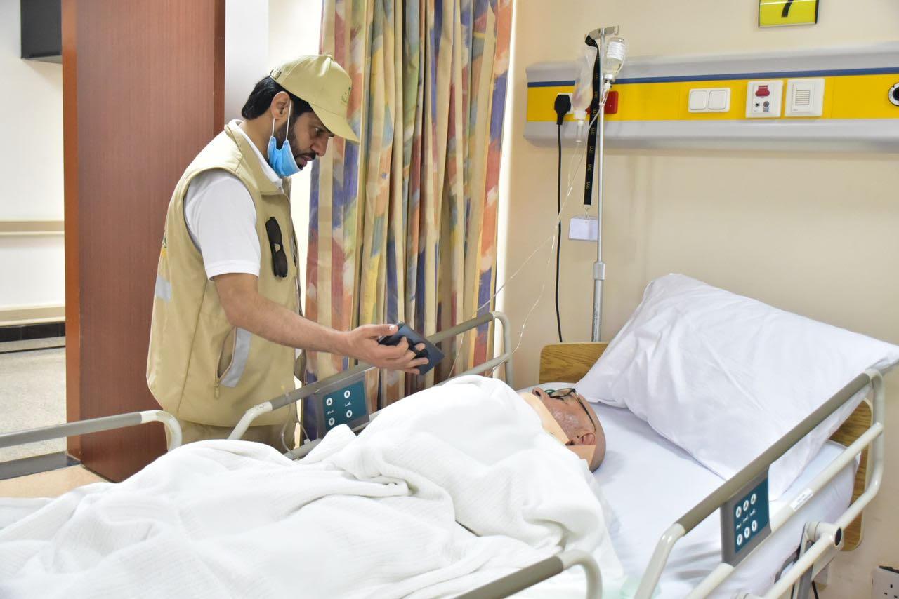حاج فرنسي يكمل مناسك الفريضة الخامسة رغم تعرضه لحادث مروري