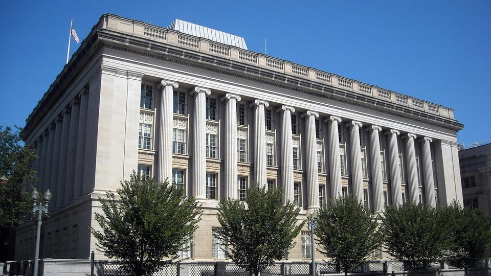 أمريكا تفرض عقوبات على 4 أفراد و5 كيانات تمول النظام السوري