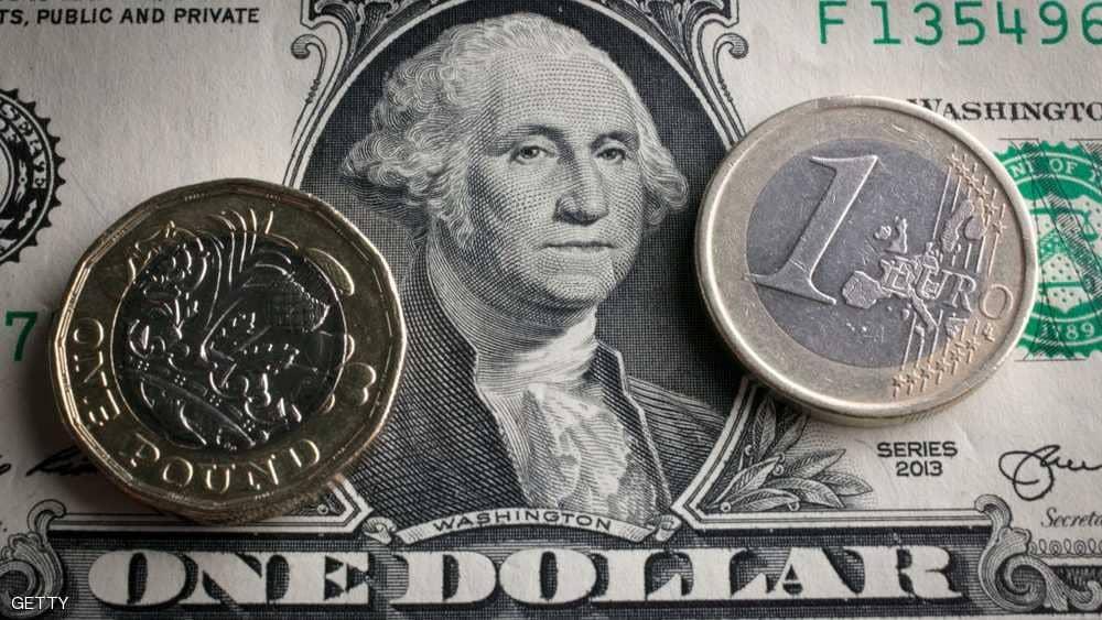 """عملاق جديد يلحق بـ""""أبل"""" ويكسر حاجز التريليون دولار"""