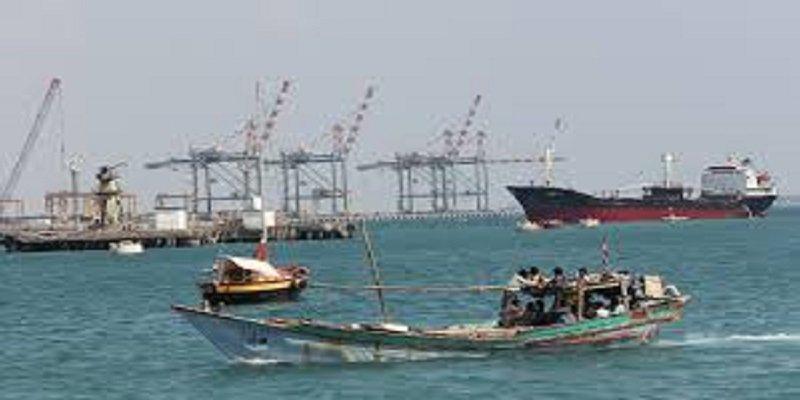 إحباط عملية لاستهداف الملاحة الدولية بالبحر الأحمر بواسطة زورق حوثي مفخخ