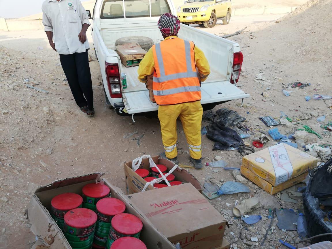 أمانة الرياض توضح ملابسات استيلاء عمالة مطاعم على مواد غذائية فاسدة