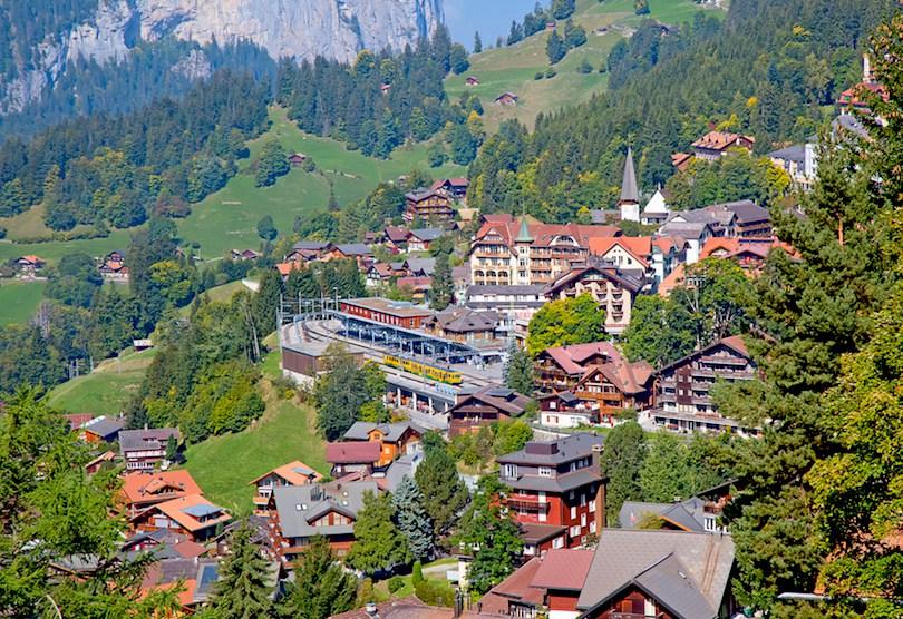 سويسرا.. قرية تمنح سكانها ما يعادل 10.129 ريال سعودي شهريًا بدون عمل