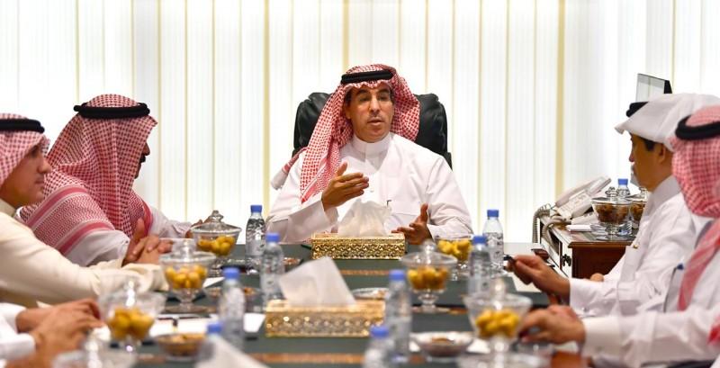 وزير الإعلام يناقش مستجدات القطاع الإعلامي مع رؤساء التحرير