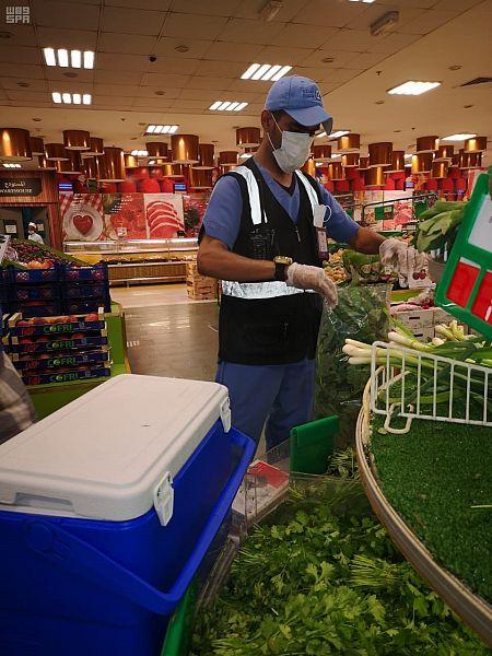 أمانة جدة تُنفذ إجراءات احترازية لمراقبة المبيدات في الخضار