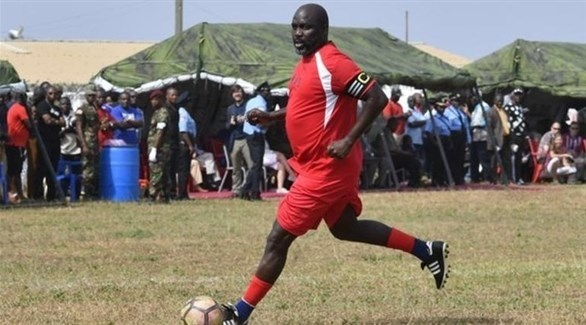 رئيس أفريقي يعود بشكل مفاجئ للعب مع ليبيريا